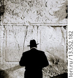 Купить «An Orthodox Jewish man conducts his prayers at the Wailing Wall, in Jerusalem, Israel», фото № 13552182, снято 23 июля 2019 г. (c) age Fotostock / Фотобанк Лори