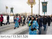 Купить «Крестный ход по улицам города в зимнее время.Лангепас,Югра.», фото № 13561526, снято 4 ноября 2015 г. (c) Алексей Маринченко / Фотобанк Лори