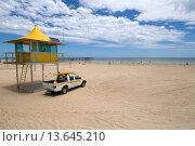 Surf life savers lookout, Glenelg Beach, Adelaide, South Australia. Стоковое фото, фотограф Auscape / UIG / age Fotostock / Фотобанк Лори