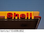 Купить «Shell Tankstelle in Chiang Mai, Thailand, Südostasien Shell Gas Station in Chiang Mai, Thailand, Southeast Asia», фото № 13698802, снято 21 сентября 2019 г. (c) age Fotostock / Фотобанк Лори