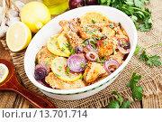 Купить «Блюдо из запечённой курицы с овощами в керамической миске», фото № 13701714, снято 25 ноября 2015 г. (c) Надежда Мишкова / Фотобанк Лори
