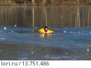 Купить «firefighers practising rescue on frozen lake, Germany», фото № 13751486, снято 17 июля 2019 г. (c) age Fotostock / Фотобанк Лори