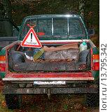 Купить «hunting warning sign on pickup, Germany, Lower Saxony», фото № 13795342, снято 23 января 2019 г. (c) age Fotostock / Фотобанк Лори