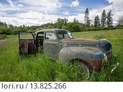 Купить «Old car in field with over grown grass.Palouse,Washington USA.», фото № 13825266, снято 22 апреля 2019 г. (c) age Fotostock / Фотобанк Лори