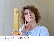 woman is holding construction tools. Стоковое фото, фотограф Володина Ольга / Фотобанк Лори