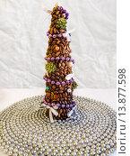 Купить «Новогодняя елочка из кофейных зерен», фото № 13877598, снято 28 ноября 2015 г. (c) Владимир Сергеев / Фотобанк Лори