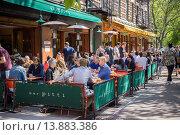Купить «Busy al fresco dining at sidewalk cafes on Sixth Avenue in the New York neighborhood of the Greenwich Village», фото № 13883386, снято 20 ноября 2018 г. (c) age Fotostock / Фотобанк Лори
