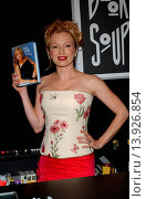 Traci Lords - Hollywood/California/United States - TRACI LORDS SIGNS HER BOOK ´UNDERNEATH IT ALL´ (2003 год). Редакционное фото, фотограф visual/pictureperfect / age Fotostock / Фотобанк Лори