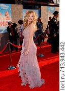 Купить «Kate Hudson - Hollywood/California/United States - RAISING HELEN FILM PREMIERE», фото № 13943442, снято 26 мая 2004 г. (c) age Fotostock / Фотобанк Лори