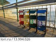 Контейнеры для раздельного сбора мусора. Стоковое фото, фотограф Алина Щедрина / Фотобанк Лори
