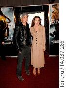 Купить «Brad Pitt & Angelina Jolie - Los Angeles/California/United States - BEOWULF FILM PREMIERE», фото № 14037286, снято 5 ноября 2007 г. (c) age Fotostock / Фотобанк Лори
