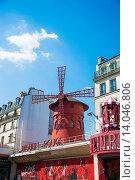 Купить «Paris - JULY 8, 2013: Moulin Rouge Cabaret famous red mill on J», фото № 14046806, снято 8 июля 2013 г. (c) Elnur / Фотобанк Лори