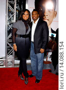 Laila Ali & husband Curtis Conway - Los Angeles/California/United States - SEVEN POUNDS FILM PREMIERE (2008 год). Редакционное фото, фотограф visual/pictureperfect / age Fotostock / Фотобанк Лори