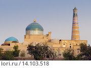 Купить «Медресе и минарет Ислам-Ходжа», фото № 14103518, снято 18 сентября 2007 г. (c) Elizaveta Kharicheva / Фотобанк Лори