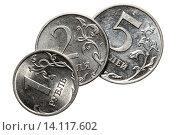 Купить «Монеты один, два и пять рублей на белом фоне», фото № 14117602, снято 16 ноября 2015 г. (c) Анна Зеленская / Фотобанк Лори