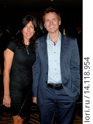 Phil Keoghan & wife Louise Rodrigues - Century City/California/United States - NATIONAL MULTIPLE SCLEROSIS SOCIETY´S ANNUAL DINNER OF CHAMPIONS (2010 год). Редакционное фото, фотограф visual/pictureperfect / age Fotostock / Фотобанк Лори