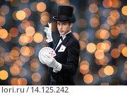 Купить «magician showing trick with playing cards», фото № 14125242, снято 12 сентября 2013 г. (c) Syda Productions / Фотобанк Лори