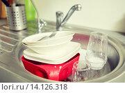 Купить «close up of dirty dishes washing in kitchen sink», фото № 14126318, снято 25 января 2015 г. (c) Syda Productions / Фотобанк Лори