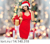 Купить «beautiful sexy woman in santa hat with gift box», фото № 14140318, снято 25 сентября 2015 г. (c) Syda Productions / Фотобанк Лори