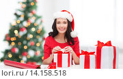 Купить «woman in santa helper hat with many gift boxes», фото № 14158518, снято 20 октября 2013 г. (c) Syda Productions / Фотобанк Лори