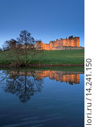 Alnwick Castle reflected in the River Aln at twilight, Northumberland, England, United Kingdom, Europe. Стоковое фото, фотограф Adam Burton / age Fotostock / Фотобанк Лори