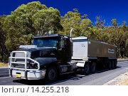 Купить «Truck on the Great Western Highway from Sydney to Adelaide, New South Wales, Australia», фото № 14255218, снято 22 февраля 2019 г. (c) age Fotostock / Фотобанк Лори