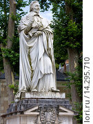 Купить «Stone statue monument of Cardinal Richelieu, former Prime Minister, in the town of Richelieu, France», фото № 14295710, снято 21 октября 2018 г. (c) age Fotostock / Фотобанк Лори