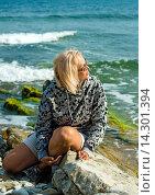 Женщина среднего возраста на морском берегу. Стоковое фото, фотограф Кононенко Александр / Фотобанк Лори