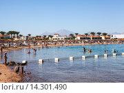 Пляж и морская бухта на курорте Хургада, Египет (2015 год). Редакционное фото, фотограф Кекяляйнен Андрей / Фотобанк Лори