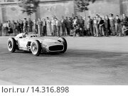 Hans Herrmann in a Mercedes-Benz W196 at the Spanish Grand Prix, Pedralbes, Spain 24 Oct 1954. (2013 год). Редакционное фото, фотограф GPL-Geoff Goddard / age Fotostock / Фотобанк Лори
