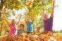 Счастливые родители с тремя детьми подбрасывают листья в осеннем парке, фото № 14338162, снято 26 сентября 2015 г. (c) Сергей Новиков / Фотобанк Лори