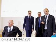 Купить «Deutschland, Berlin, 7. Mai 2013. Anlaesslich des 25-jaehrigen Jubilaeums des Deutsch-Französischen Finanz- und Wirtschaftsrates findet eine Pressekonferenz...», фото № 14347730, снято 20 июля 2019 г. (c) age Fotostock / Фотобанк Лори