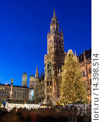Купить «Christmas market in Munich. Marienplatz Marys Square and the Neue Rathaus New City Hall. Europe, Germany, Bavaria, Munich, December 2013.», фото № 14398514, снято 21 декабря 2013 г. (c) age Fotostock / Фотобанк Лори