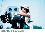 Купить «Bernardo Bertolucci on the set of 1900. Italian director and scriptwriter Bernardo Bertolucci sitting behind the camera on the set of the film 1900. Rome, June 1975», фото № 14570286, снято 18 августа 2018 г. (c) age Fotostock / Фотобанк Лори