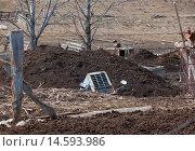 Запчасти трактора в канаве. Стоковое фото, фотограф Сергей Серебряков / Фотобанк Лори