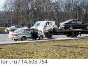 Купить «Погрузка автомобиля на эвакуатор», эксклюзивное фото № 14605754, снято 14 марта 2015 г. (c) Александр Щепин / Фотобанк Лори