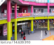 Купить «Entrance of Venus Fort shopping mall, Odaiba, Tokyo, Japan.», фото № 14639910, снято 20 июня 2019 г. (c) age Fotostock / Фотобанк Лори