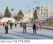 Купить «Открытый каток на ВДНХ», фото № 14719954, снято 28 ноября 2015 г. (c) Ekaterina Andreeva / Фотобанк Лори
