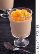 Купить «Gelatin dessert with persimmon», фото № 14773498, снято 23 ноября 2015 г. (c) Stockphoto / Фотобанк Лори