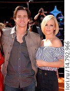 Купить «Jim Carrey, Jenny McCarthy at arrivals for Premiere of HORTON HEARS A WHO!, Mann's Village Theatre in Westwood, Los Angeles, CA, March 08, 2008. Photo by: Michael Germana/Everett Collection», фото № 14792966, снято 8 марта 2008 г. (c) age Fotostock / Фотобанк Лори