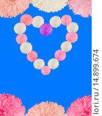 Открытка c цветами в форме сердца на лазурном фоне. Стоковое фото, фотограф Нефедьев Леонид / Фотобанк Лори