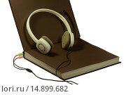 Книга, наушники, электронное образование на белом фоне (2015 год). Редакционное фото, фотограф Нефедьев Леонид / Фотобанк Лори