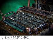 Купить «Клавиатура модели пишущей машинки в ретро-футуристическом стиле», фото № 14916462, снято 29 ноября 2015 г. (c) Валерий Александрович / Фотобанк Лори