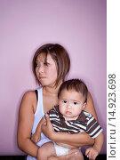 Купить «Mother Holding Baby», фото № 14923698, снято 4 июля 2020 г. (c) age Fotostock / Фотобанк Лори