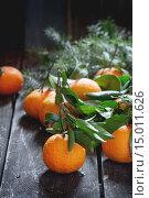 Купить «Мандарины на деревянном столе», фото № 15011626, снято 2 ноября 2015 г. (c) Natasha Breen / Фотобанк Лори