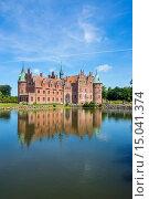 Купить «Pond in front of Castle Egeskov, Denmark, Scandinavia, Europe», фото № 15041374, снято 21 октября 2019 г. (c) age Fotostock / Фотобанк Лори
