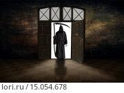 Купить «Смерть с косой в проёме открытой двери», фото № 15054678, снято 23 ноября 2017 г. (c) Geraldas Galinauskas / Фотобанк Лори