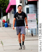 Купить «Shia LaBeouf dressed down wearing ripped cut off jeans, Chicken Shack t-shirt and socks with his sneakers as he goes on errands out and about in West Hollywood...», фото № 15268466, снято 22 мая 2014 г. (c) age Fotostock / Фотобанк Лори