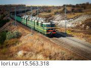 Железнодорожный пейзаж. Эффект тилт шифт (2015 год). Редакционное фото, фотограф Евгений Чуриков / Фотобанк Лори