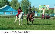 Купить «Казаки на лошадях», видеоролик № 15620602, снято 22 сентября 2012 г. (c) Сергей Буторин / Фотобанк Лори